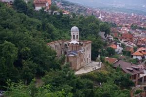 Zničený monastýr v Prizrenu, Kosovo