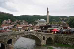 Starý most a Šinan-pašova mešita v Prizrenu, Kosovo