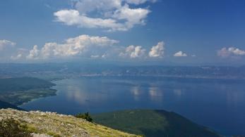 Pohled na Ochridské jezero z NP Galichica, Makedonie