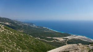 Výhled na albánské pobřeží z průsmyku Llogara, Albánie