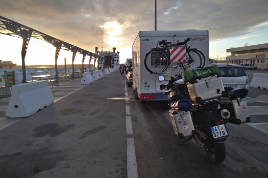Fronta na trajekt v Tanger Med